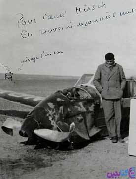 اگزوپری در کنار هواپیمای سقوط کرده خود در کویر آفریقا