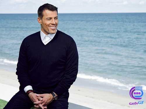 آنتونی رابینز در کنار ساحل
