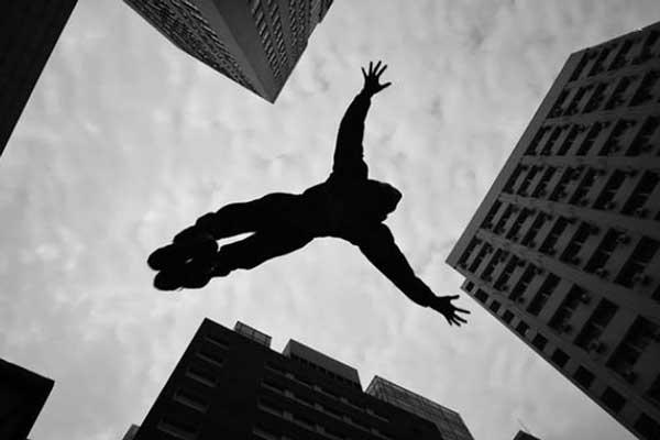 سقوط اثر خواندنی از آلبرت کامو